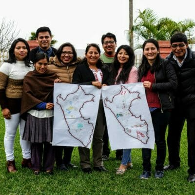 Participantes de la selva, los andes y la costa de Perú Becky Chamorro (comunidad Boca de Cheni), Nelida Sinchi (centro poblado de Porcón Bajo), Bryan Tuanama (comunidad Kawana Siza), Susy Díaz (comunidad Pueblo Nuevo del Caco), Gladys Vila, Victor Maita (comunidad Siwina Accha), Paola Zela (ONG Derechos Humanos Sin Fronteras), Jharith Mogollón (comunidad Huayllabamba), y Nelson Yugra (pueblo indígena Aymara). Ellos y ellas manifestaron que entre las problemáticas que se presentan en sus territorios están relacionadas a la criminalización de líderes y lideresas indígenas, extractivismo, convenios entre las fuerzas públicas con empresas extractivas, corrupción, contaminación ambiental, salud, entre otros. // Participants from the Amazon, the Andes, and the coast of Peru: Becky Chamorro (Boca de Cheni community), Nelida Sinchi (town of Porcón Bajo), Bryan Tuanama (community Kawana Siza), Susy Díaz (Pueblo Nuevo del Caco community), Gladys Vila, Victor Maita (Siwina Accha community), Paola Zela (Human Rights Without Borders NGO), Jharith Mogollón (Huayllabamba community), and Nelson Yugra (Aymara indigenous peoples). They said that among the problems that arise in their territories many are related to the criminalization of indigenous leaders, extractivism, contracts between national police forces with extractive companies, corruption, environmental pollution, and health problems.