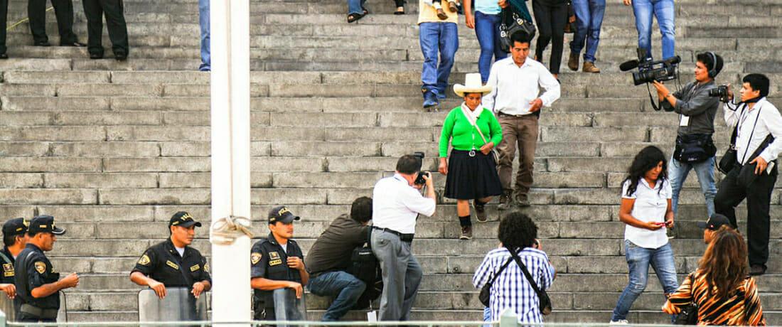 Mina de orogigante sigue hostigando a campesinos peruanos, familia le pide a la corte estadounidense que detenga el abuso