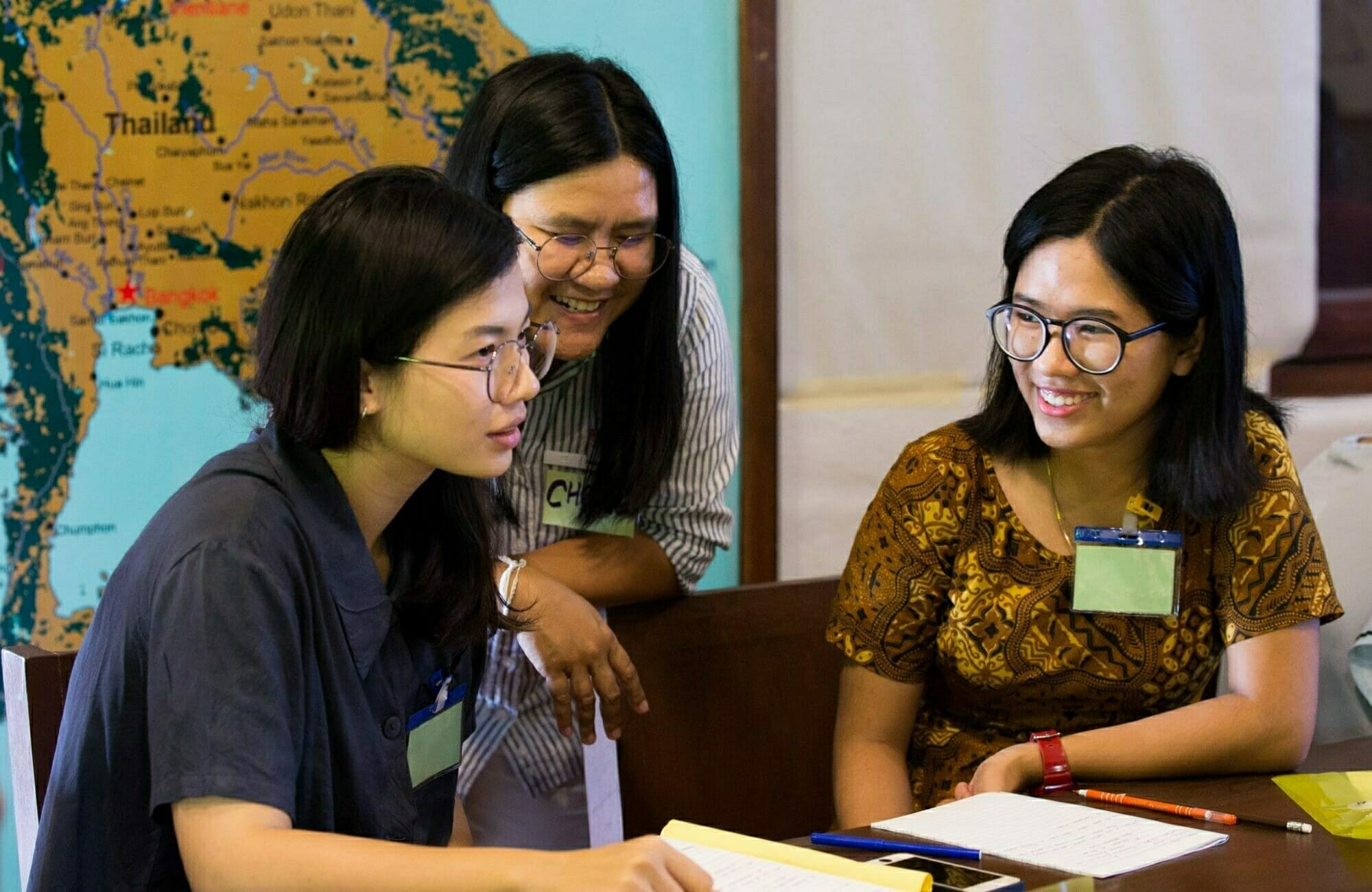 Participants in the Mekong Legal Advocacy Institute (MLAI) learn from Chompoo Korn, a Bertha Legal Fellow at EarthRights International. MLAI is an annual two-week program that aims to inspire and train the next generation of young legal advocates working for human rights and the environment. Participants attend to learn about topics that are not traditionally taught at local law schools – including Environmental Impact Assessments, human rights, and international financial institutions.