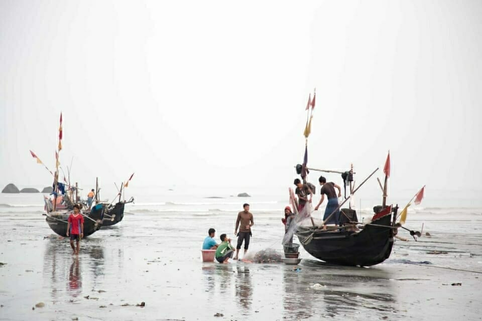 Fishers near Dawei Special Economic Zone unload their catch at a local beach market. Local fisheries and this market would both be threatened by the proposed Dawei deep sea port.