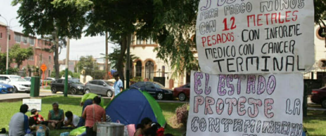 Familias de Cerro de Pasco afectadas por metales pesados acampan frente al Ministerio de Salud
