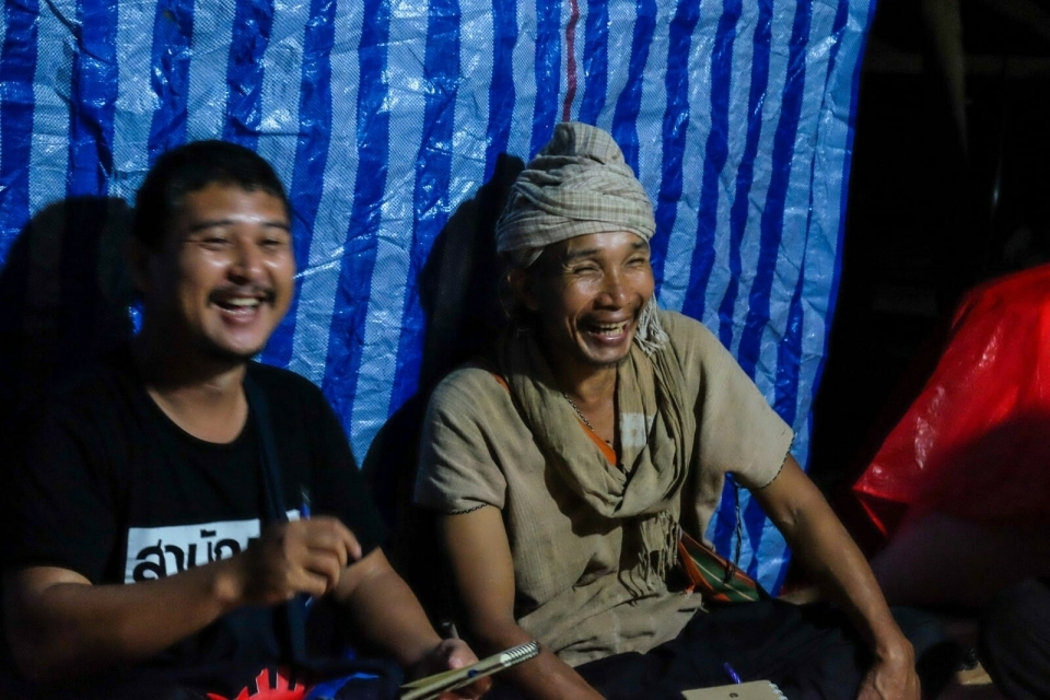 Prue Odochao, a Karen indigenous activist, and Neung, ERI Mekong Legal Associate, talk with EarthRights School students at night on a recent field trip.