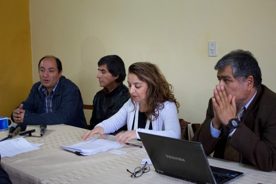 In May, together with their lawyers from EarthRights International and Instituto de Defensa Legal, communities affected by the Chadín 2 Hydroelectric Project filed a lawsuit for recognition of rights of the Marañon River in Peru. The constitutional request asks to guarantee their fundamental rights through the protection of the Marañón River and its rich biodiversity, declaring its Environmental Impact Assessment (EIA) invalid.  The project will create energy by damming the waters of the Marañón River, whose reservoir will have an area of 32.5 square kilometers and will flood the surrounding lands. This would displace at least 1,000 people living in Cajamarca and Amazonas, resulting in the irreparable damage to their ecosystem.  In this photo, Juliana Bravo, ERI's Amazon Program Director, leads a press conference in Peru announcing the filing of the lawsuit for recognition of the rights of the Marañon River.
