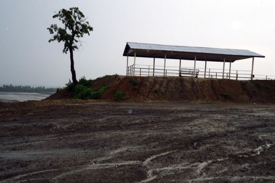 Mala Kyun and Gone Chwein villages, Kyak Phyu Township, Rakhine State. Bribery and Restricted Mobility. Security checkpoint established in 2010 by Kyauk Phyu town police and Light Infantry Battalion (LIB) 542 near Daewoo International's gas storage facility between Mala Kyun village and Gone Chwein village.  Villagers reported in February 2012 having to bribe guards with upwards of 30,000 kyat (~US$35) to pass this security checkpoint during nighttime hours, due to the imposition of an unofficial curfew. Local citizens no longer travel between these villages during restricted hours.