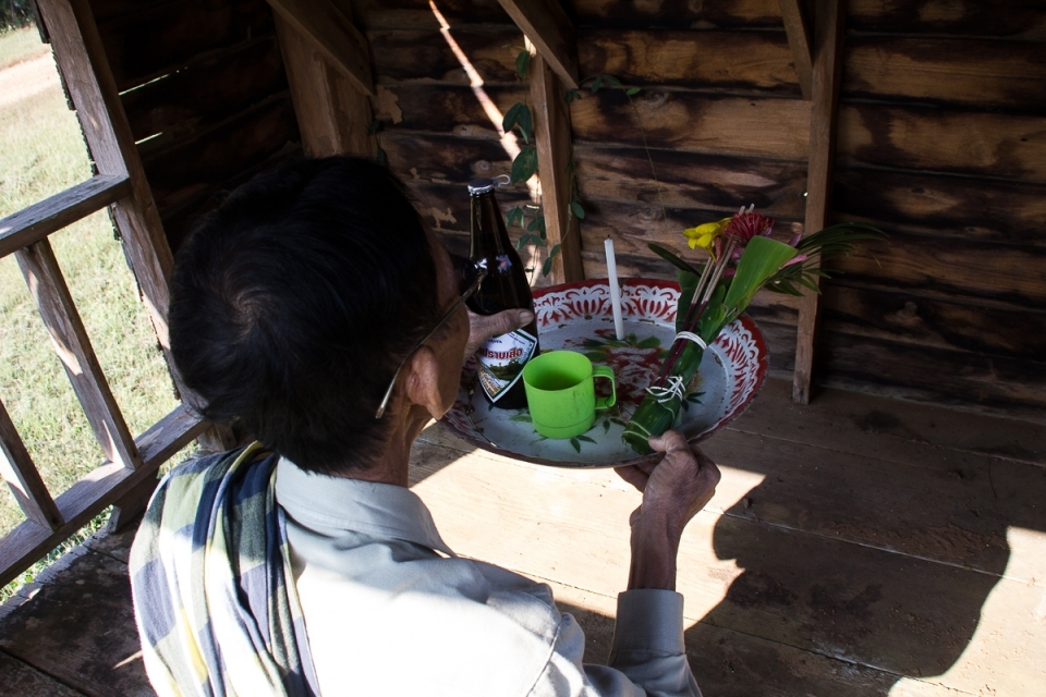 Mr. Saman Soingern, cultural leader of the community, gives offerings to the spirit of the golden teak forest asking the spirit to bless and protect the visitors. Kaeng Sua Ten contains an extensive teak forest which is protected by the community.