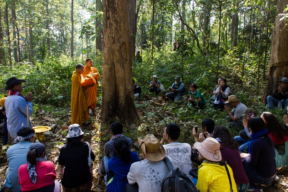 A special ceremony held with visitors to protect the teak forest from the construction of the dam.