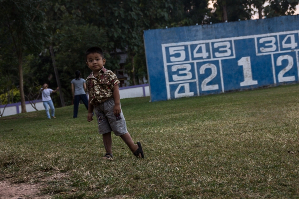 A local child playing at school. Education is a fundamental pillar for the anti-dam campaign. Knowledge is passed down from generation to generation.