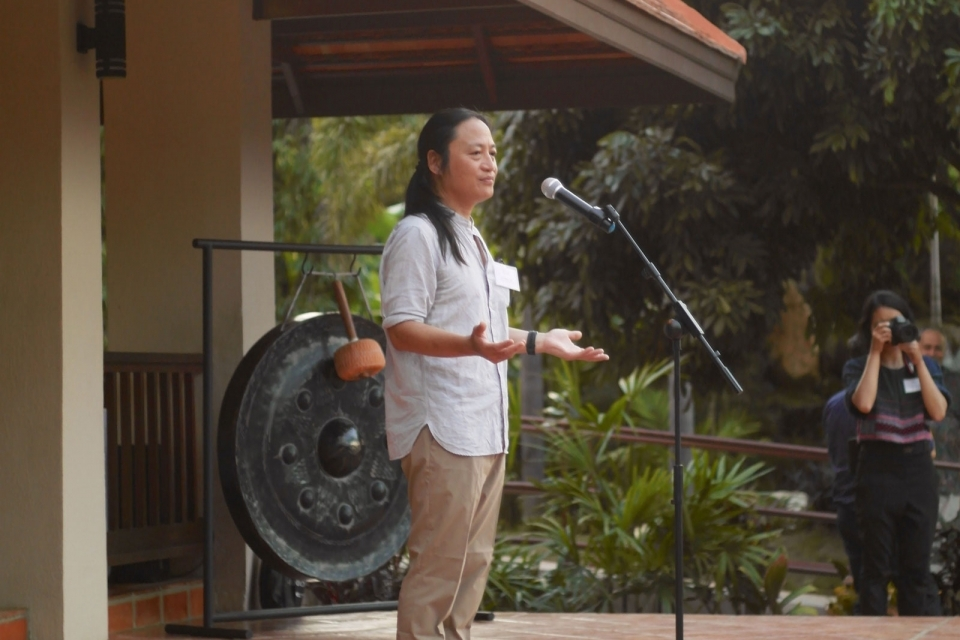 ERI Co-Founder and Executive Director Ka Hsaw Wa speaks at the ceremony.