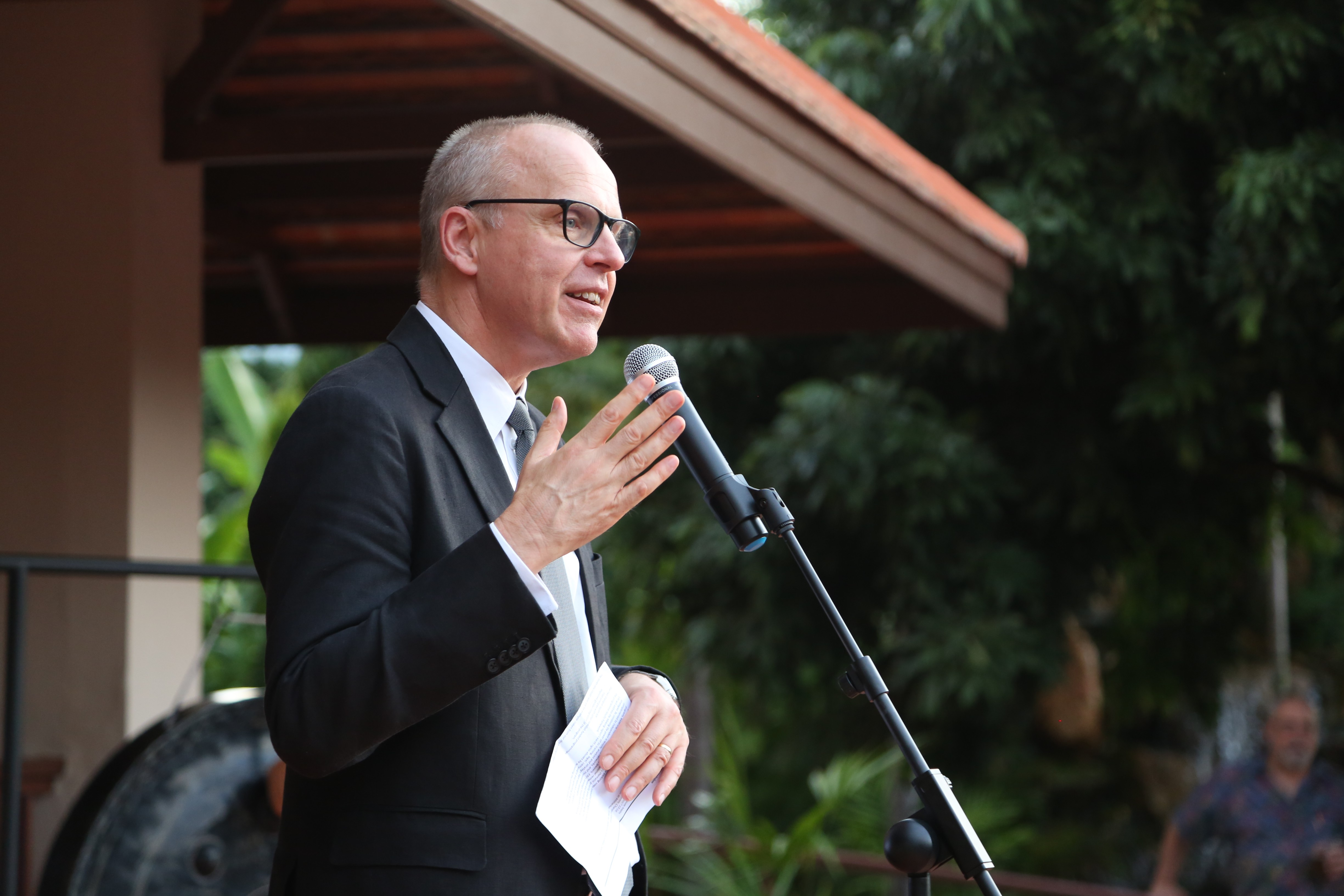 Swedish Ambassador to Thailand, Lao PDR, and Myanmar Staffan Herrström speaks at the ceremony.
